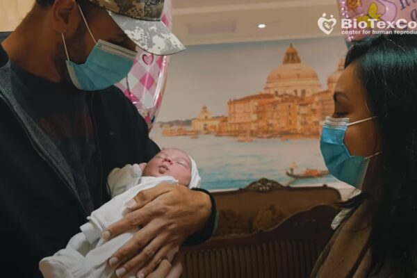 Biotexcom, Ukraine: a couple from the US sees a daughter born through surrogacy for the first time